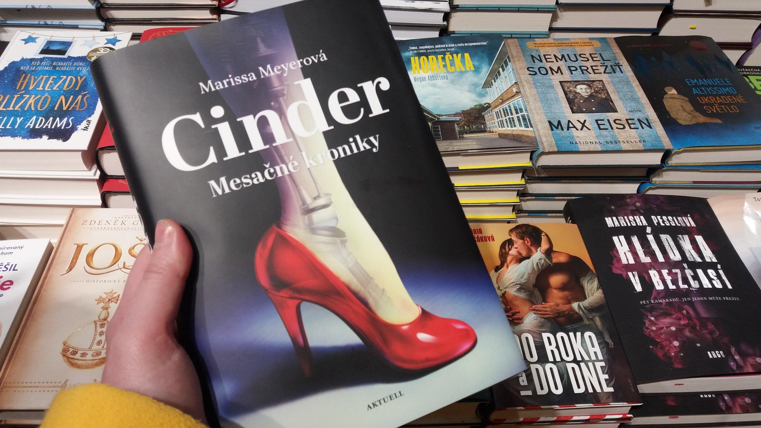 Cinder Marissa Meyer Mesačné kroniky