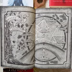 sarah j maas fantasyknihy multiverzum recenzia mapa urban fantasy